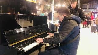 Matoub lounes 2020 piano Paris street SNCF - Yassine pianiste